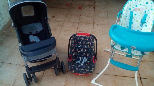 carrinhos, cadeiras e sombrinhas