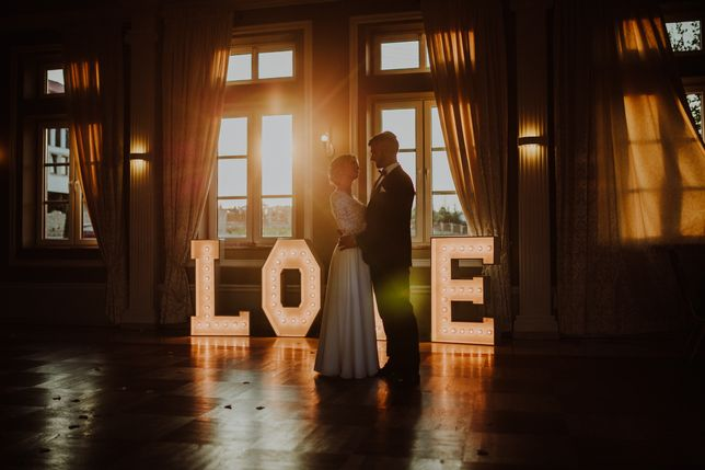Love napis, litery Love, LOVE