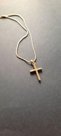 Srebrny łańcuszek z krzyżykiem z cyrkoniami
