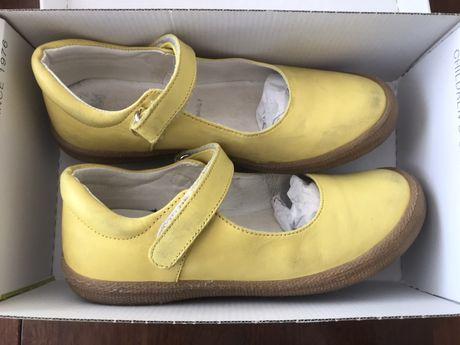 Żółte skórzane baleriny dla dziewczynki- Primigi (r.33)