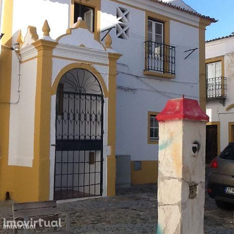Casa. 4 quartos, (280 euros por quarto ) centro histórico Evora