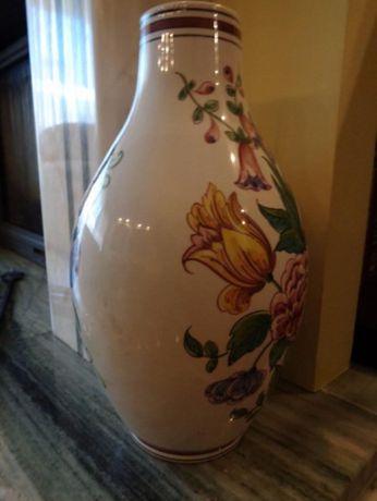 Pote decorativo em porcelana
