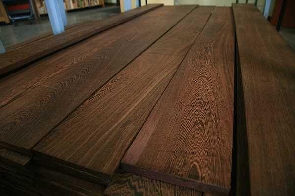 Pranchas de várias madeiras antigas para venda