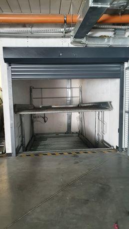 Dwie platformy w garażu podziemnym, Waszyngtona