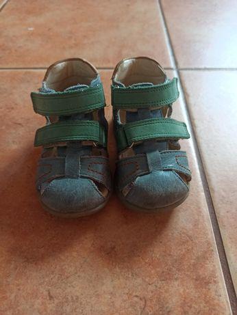 Pierwsze buty emel