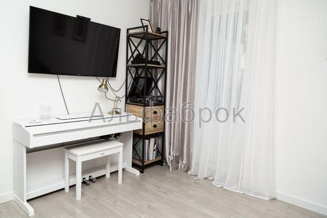 Продам квартиру ЖК «Амурский» Киев, Ломоносова ул.