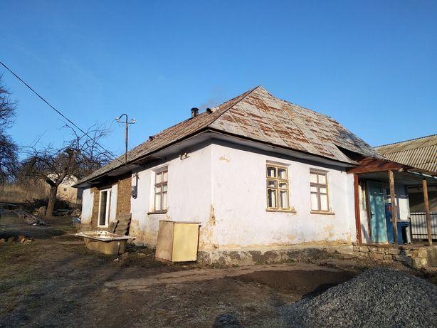 Будинок з ділянкою в центрі Чемерівців