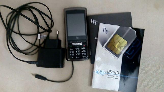 Мобильный телефон fly модельDS180,задняя панель металлическая.