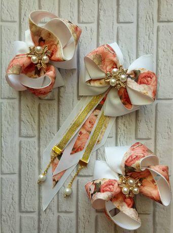 Аксессуары для школьной формы -  набор галстук - брошь и два  бантика