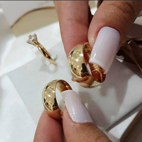 Klasyczna Para Złotych Obrączek Ślubnych
