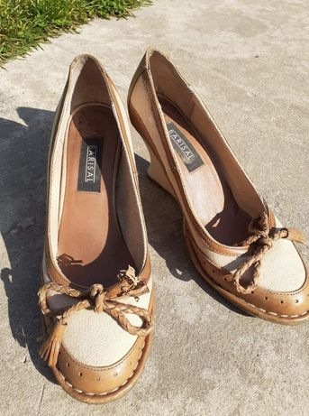 Damskie buty na koturnie r. 39