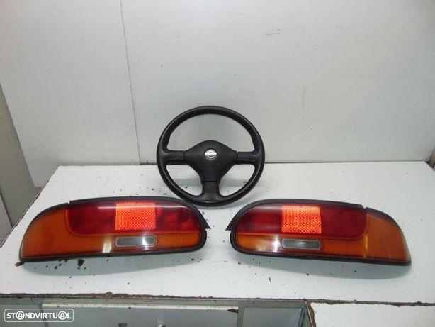Nissan 100 nx farolins traseiros/Volante