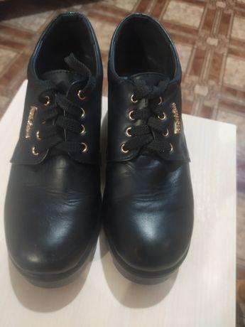 Срочно продам  кожаные туфли на платформе