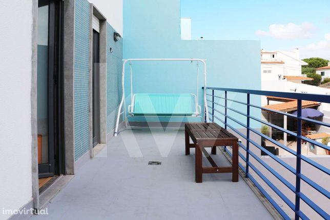 Apartamento T2, luminoso, com garagem e logradouro em Manique