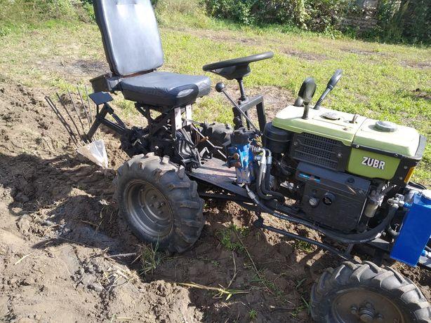 Трактор з обладнанням