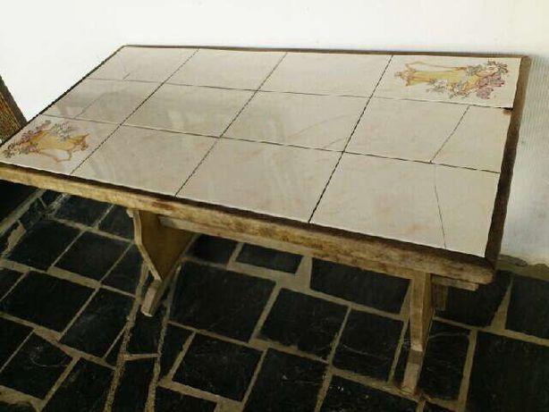 Mesa de cozinha com banco