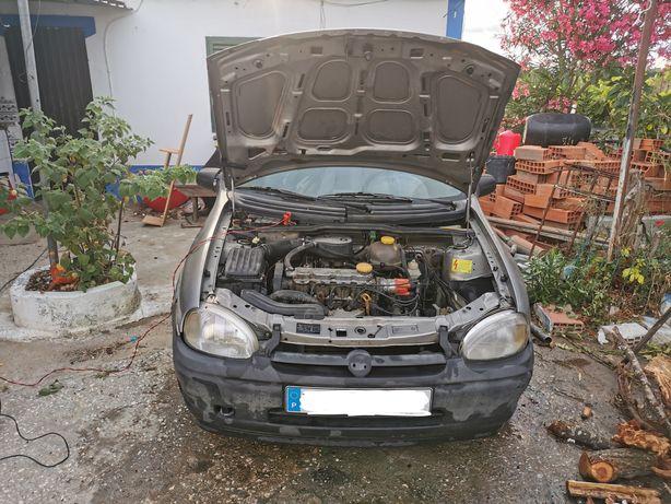 Opel corsa b 1.2 para peças. Não vendo completo. Motor com 217.000km
