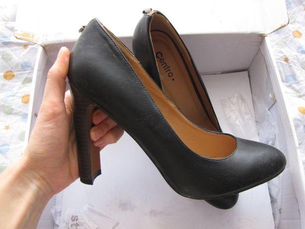 Стильные весенние туфли на каблуке
