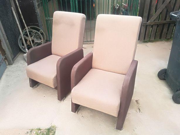 Fotele w ładnym stanie
