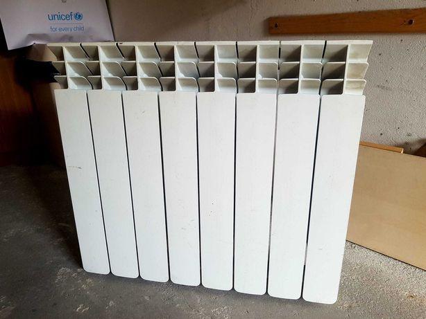 Grzejnik aluminiowy, biały 8 żeberek.