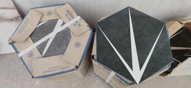 CODICER HEX TRIDENT NERO HEXAGONAL 25X22 Gres matowy (2 kartony)