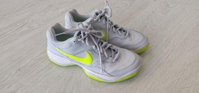 Tênis (Nike / adidas)