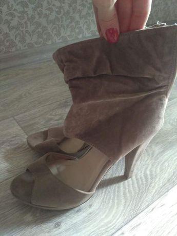 Высокие открытые туфли