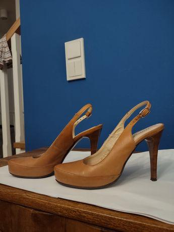 Buty 36 na obcasie szpilki z odkrytą piętą karmelowe brązowe skórzane