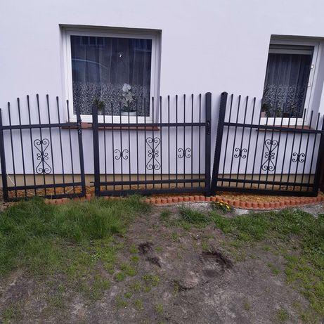 Nowa brama kuta z furtką proszkowo malowana
