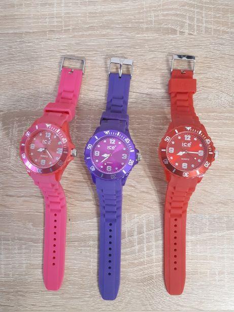 Часы цветные