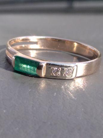 Золотое кольцо с натуральным изумрудом и бриллиантами 585, 18,5р