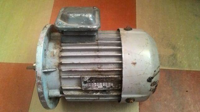 Электродвигатель двухскоростной 0.62/0,95 квт Есть еще варианты