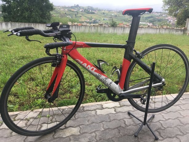 Bicicleta triatlo e TT Giant Trinity