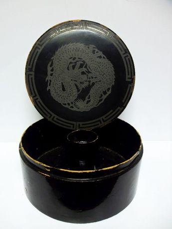 antiga caixa asiática de chapéu-madeira lacada-dragão em pó de prata