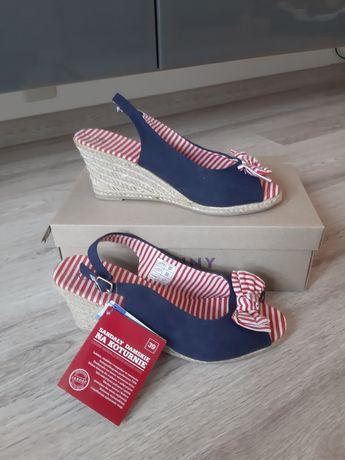 Nowe sandały na koturnie