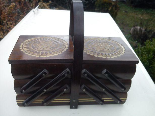 Pudełko na przybory krawieckie lub inne, stare drewniane