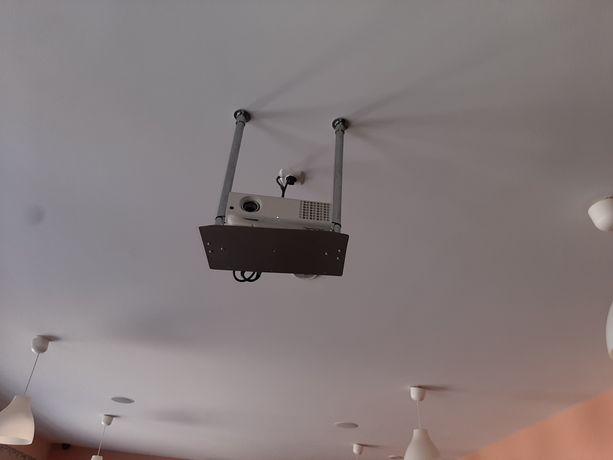 Projektor Acer i ekran