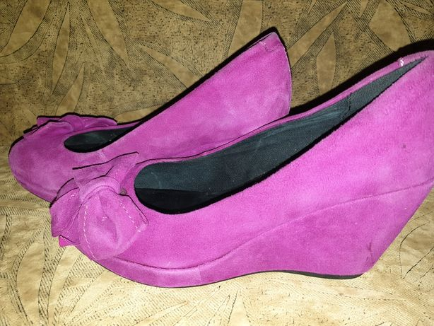 Женские замшевые туфли.