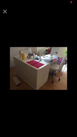Mesa para manicure com armazem e gavetas com fechadura. NEGOCIAVEL