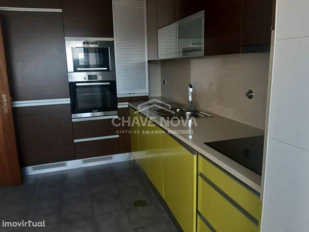 T2 c/ lugar de garagem e varanda - Pedroso, Vila Nova de Gaia