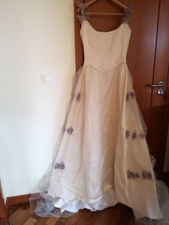 Vestido de noiva novo.