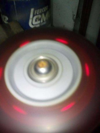 Duas rodas de tortinete com luzes