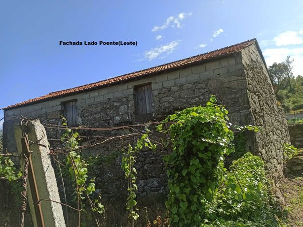 !Oportunidade!  Casa antiga c/pequeno terreno em Longos Vales (Monção)