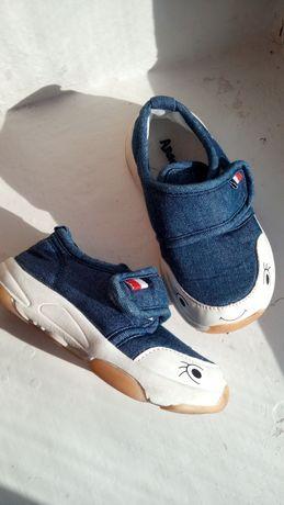 Продам джинсовые тапочки, кроссовки, кеди