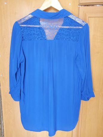 Синяя рубашка с кружевом на спине