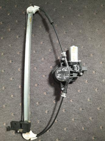 Стеклоподъёмник задний правый на Mazda 3 2009-2013