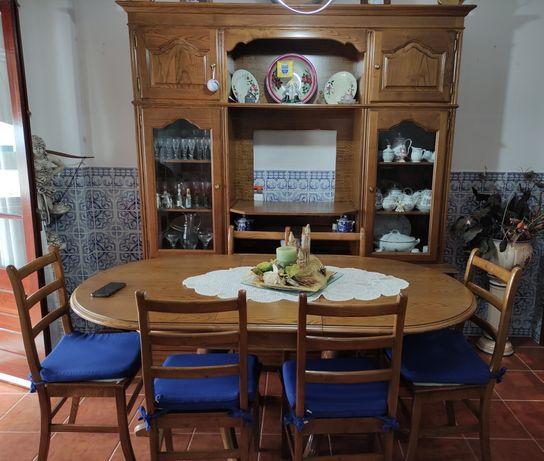 Móvel de Sala, Mesa e Cadeiras
