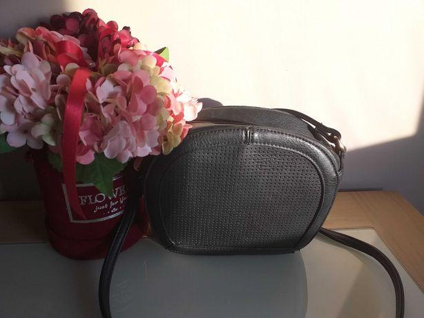 Czarna mała klasyczna torebka