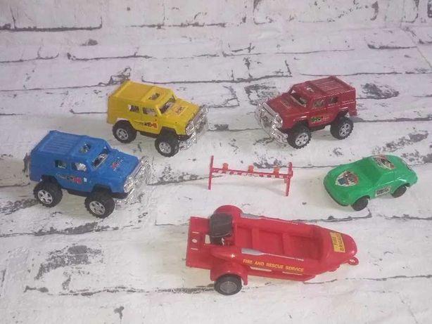 Комплект игрушечные машинки и лодка с прицепом