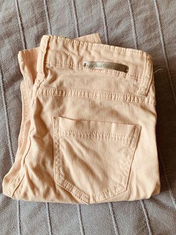 Pudroworóżowe spodnie rurki Stradivarius